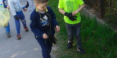 Eko dzieci – segregują śmieci.