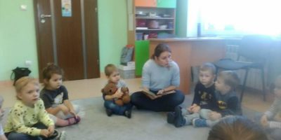 Czytające przedszkolaki